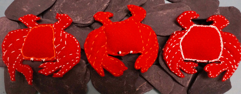 Red crabs made of felt